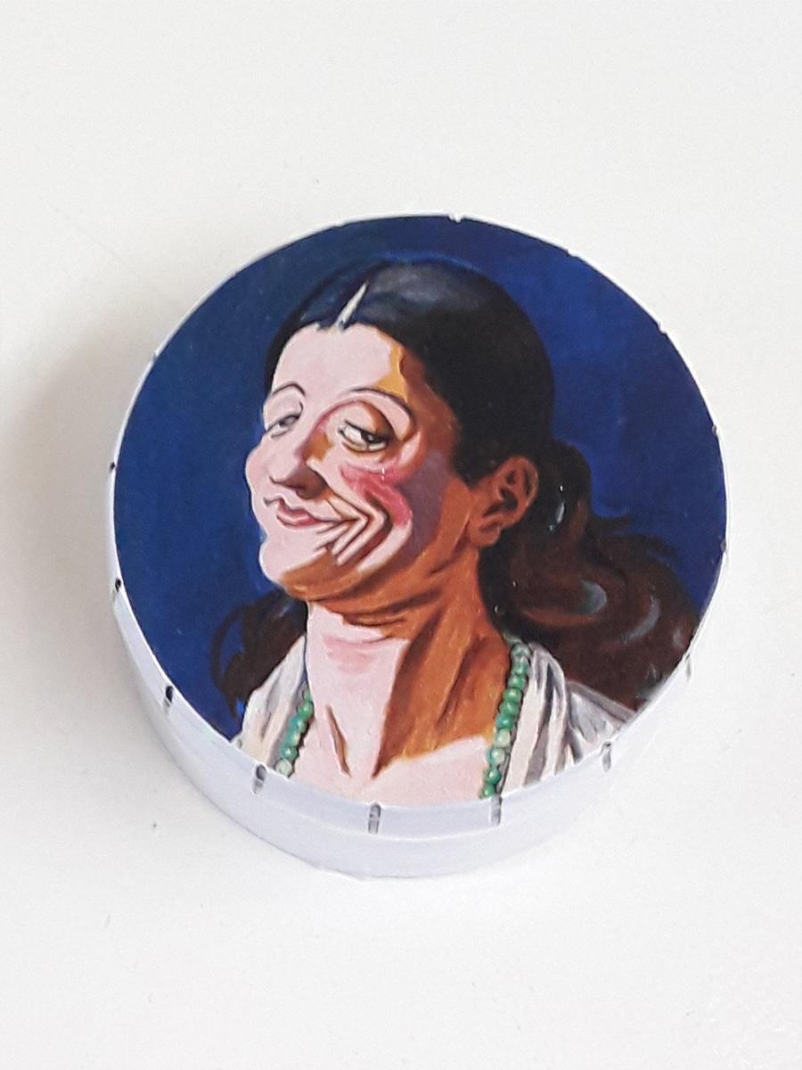 Hoved af en ung leende kvinde Willumsens Museum Æsle med pastiller